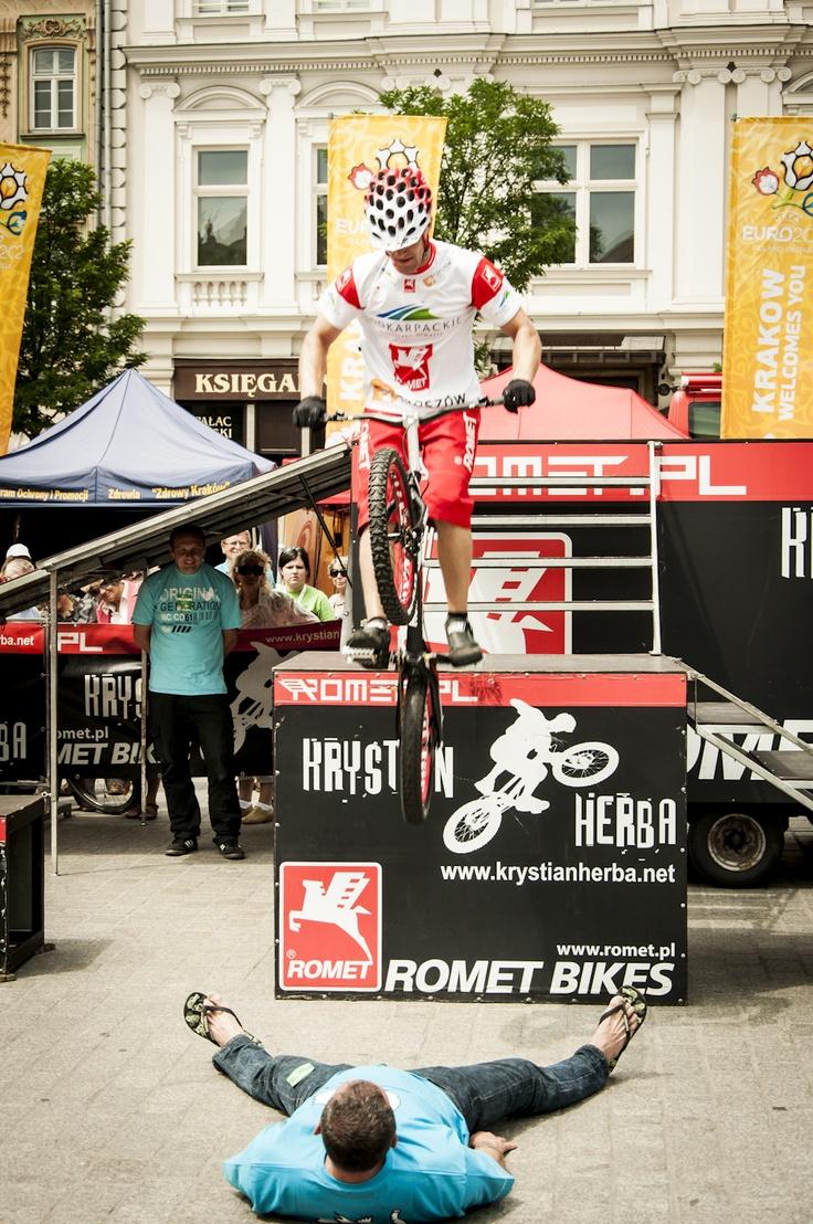 9. Ogólnopolskie Dni Integracji Zwyciężać Mimo Wszystko, pokazy rowerowe #Herba #sport #Kraków fot. Diamonds Factory