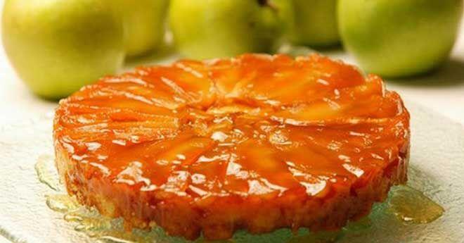 Пирог «Татен» — очень знаменитый французский десерт. История этого перевернутого пирога берет свое начало еще с 1898 года. «Татен» любят во всем мире за простоту приготовления и божественный вкус! Хрустящий корж и нежный карамельный вкус начинки сведут с ума каждого, кто попробует этот десерт. Он з