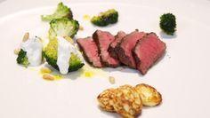 Aardappelpoffertjes met kruidenroomkaas en five-spice beef - recept | 24Kitchen