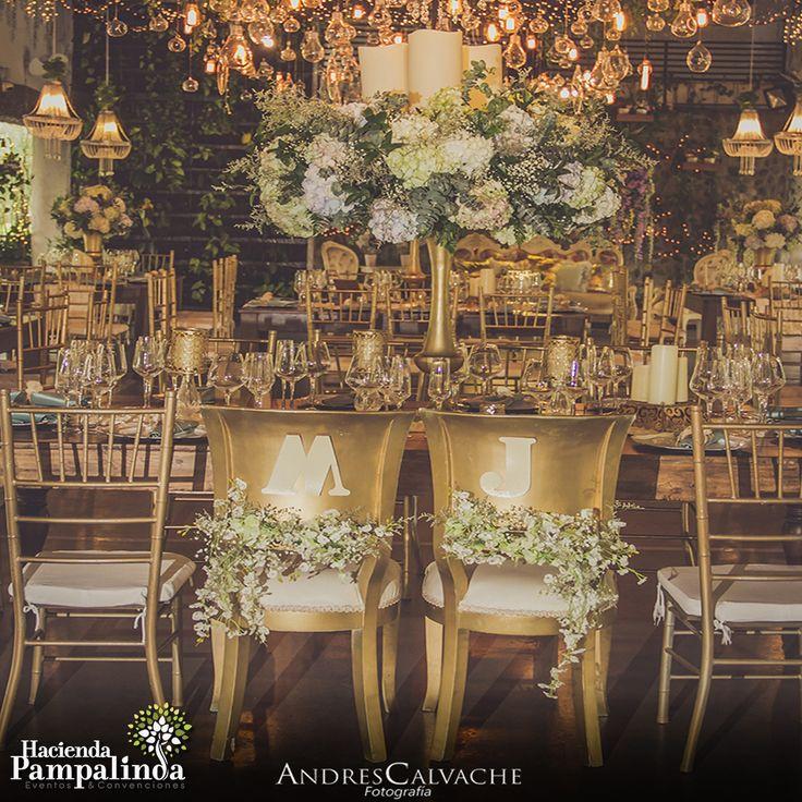 Usa piezas similares en tu ceremonia y recepción para crear una decoración y temática cohesiva. 👰💖🤵🏻Fotografías cortesía de Andrés Calvache fotografía #BodasCali #BodasCampestresCali #HaciendaPampalinda