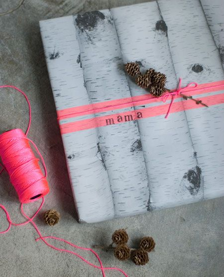fantastic wrapping paper, love the combination with the pink ribbon