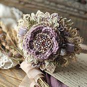 Купить или заказать Вуалетка 'Зима-царица' в интернет-магазине на Ярмарке Мастеров. Снежно-жемчужная вуалетка для настоящей зимней королевы. Очень изящный, трогательный, воздушный аксессуар для свадебного или вечернего образа. Вуалетка создавалась из нескольких видов хлопкового кружева, трикотажной сетки и легкой шляпной вуали. Кружевные листочки вышиты россыпью пресноводного жемчуга и чешским стеклом. Единственный экземпляр. На фото - романтичные творения felt-дизайнера Иры Демченко.