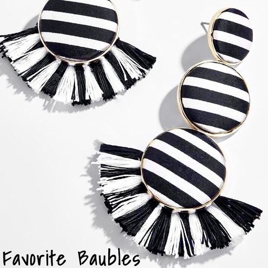 Shop my top ten favorite statement earrings below!🖤