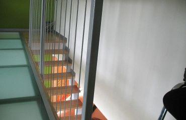 Лестница на сварном косоуре. Спроектирована и изготовлена компанией TitaniumStairs (Киев, Украина)