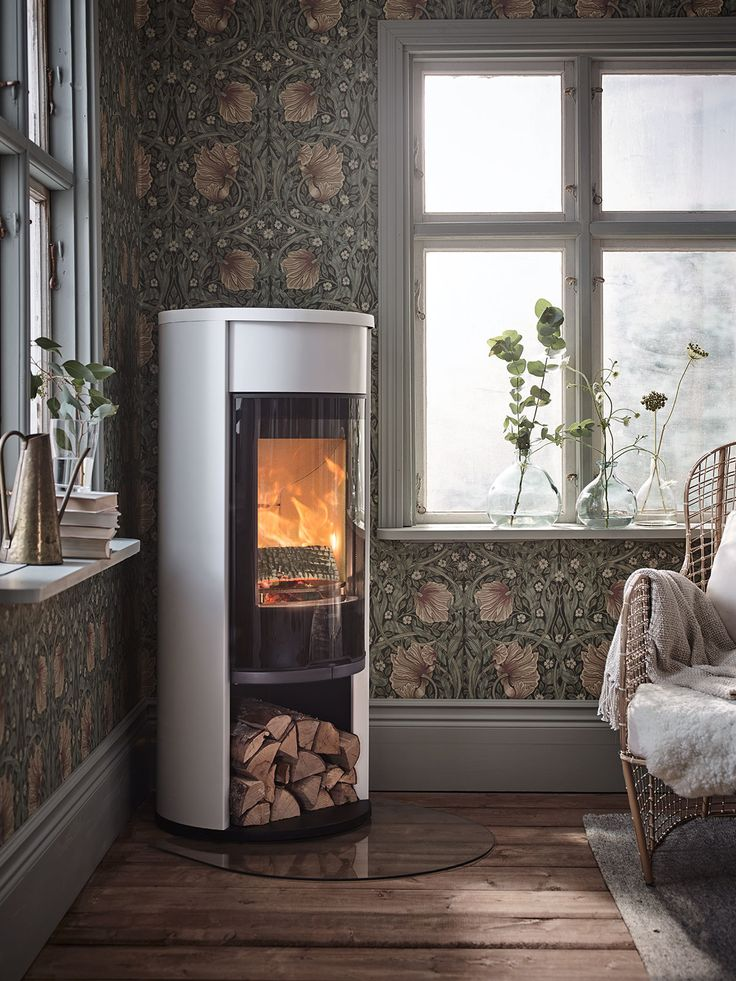 The firebox of the Contura 600 Style has a new, more attractive and streamlined design which means that the heat that radiates from the stove has a more even spread. Nice, right?#contura600 #600style #conturastyle #madeinsweden #nordicdesign #scandinaviandesign