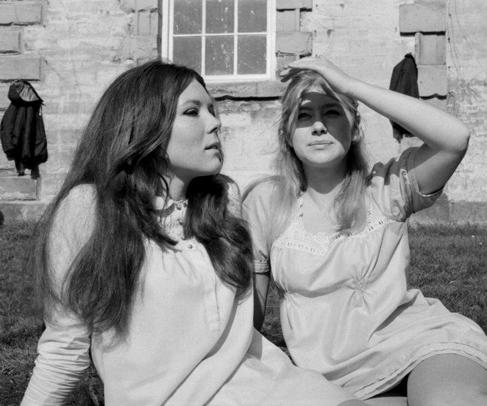 Young Helen Mirren and Judi Dench Let Their Hair Down in These Surprising Vintage Images