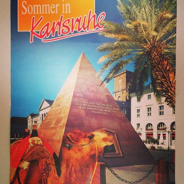 """Passend zum heutigen #throwbackthursday und dem #Sommer #Wetter haben wir in unserem Archiv dieses Schmuckstück entdeckt! JA so ein Plakat gab es wirklich mal. Hat """"das gewisse Etwas"""" oder? :-) #visitkarlsruhe #visitbawu #bwjetzt #travel #tbt #marktplatz #karlsruhe #pyramide #kamel #palme #reisen #städtetrip by visitkarlsruhe"""