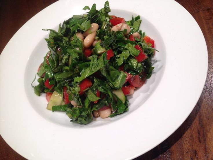 Warm bean salad (variation)  spinach leaves, parsley, cucumber, tomatoes, red capsicum, cannellini beans (home made)  Made by Zazeh: A Total Approach #food #fresh #beans #salad #healthy #goodtogo