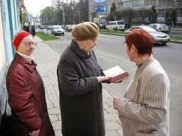 NEWS NO-NOTICIAS: quitandose de encima a los testigos de jehová (Video) Pincha en el enlace: http://newsno-noticias.blogspot.com.es/2014/08/quitandose-de-encima-los-testigos-de.html