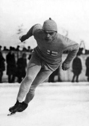 https://upload.wikimedia.org/wikipedia/commons/c/cc/Clas_Thunberg_Chamonix_1924.gif