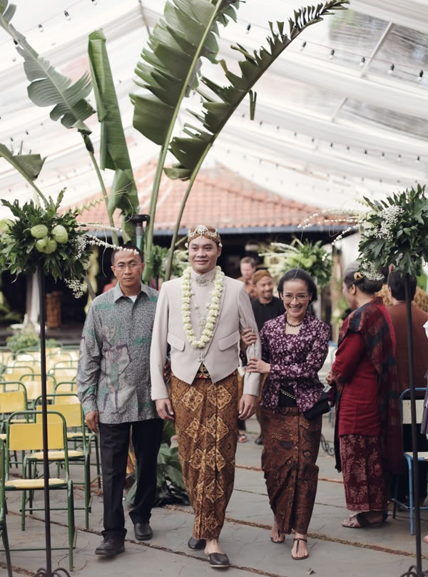 would love to see bf dress like this in our wedding day XD | by Andra Alodita