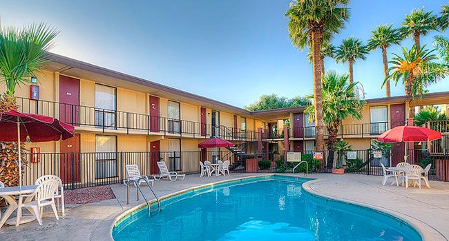 Warren House apartments sell for $13.75M - Colliers International in Greater Phoenix negotiated the sale of two apartment assets in Phoenix for a combined total of $13.75 million. Warren House East at 2911 E. Indian School Road in Phoenix, consists of 258 units and sold for $10.75 million or $41,667 per unit. Warren House North at 6060... - http://azbigmedia.com/ab/warren-house-apartments-sell-13-75m