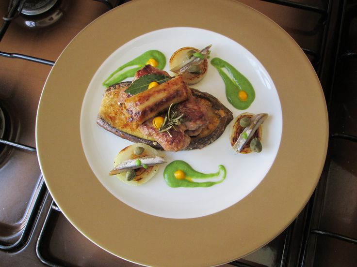 JHS  / Salsiccia   melenzana  e patata il piccante''( cipolla  acciughe e  salsa  verde   al peperoncino)''  della  ricetta   / Gino D'Aquino