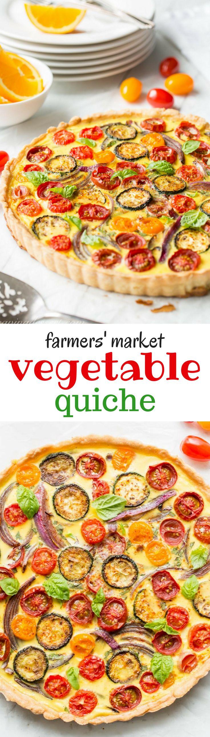 Farmers' Market Quiche - een smakelijke, verse groentequiche gevuld met courgette, uien, tomaten en kaas.  Verse geplukte kruiden en een schilferige korst maken dit een prachtige aanvulling op uw brunch tafel!  www.savingdessert.com