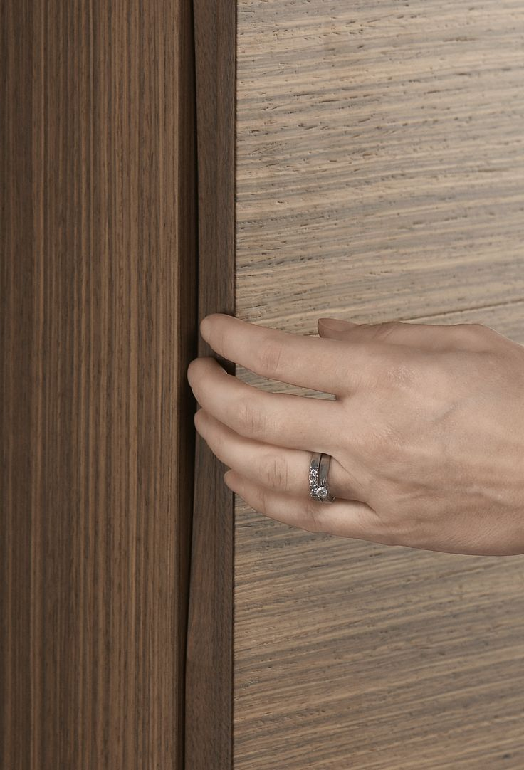 Tall unit with nicely integrated handle and dampers ensure that the door closes softly.