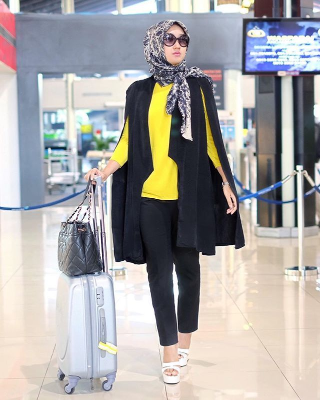 Dian Pelangi - Yellow and Black Outfit