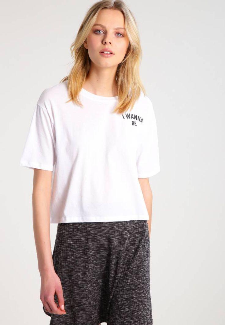 T-Shirt print - white. #T-shirt #Fashion #zalando #FunnyT-shirt #LustigeTshirt Ausschnitt:Rundhals. Material Oberstoff:100% Baumwolle. Gesamtlänge:48 cm bei Größe S. Pflegehinweise:nicht Trockner geeignet,Maschinenwäsche bei 30°C,Schonwaschgang. Materialkonstruktion:Jersey. M...