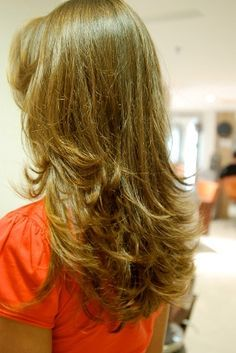 Confira um dos cortes mais tradicionais para cabelos longos: Corte Repicado em Camadas A grande maioria das mulheres possuem cabelos longos, e os motivos para que elas gostem de cabelos compridos são vários, um deles é na hora de realizar cortes nas madeixas, é bem mais fácil achar um corte que caia bem com uma mulher que possua […]