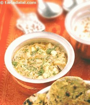Paneer is made with cashewnuts, coriander seeds and whole garam masalas to give a rich vegetable.