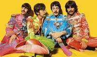 8 juli 2011: Met wat hulp van vrienden. Foto: The Beatles als Sgt Pepper's Lonely Hearts Club Band