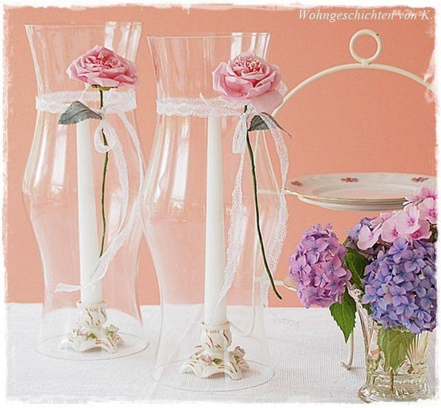 Und die Gartenparty kann beginnen!  Die zwei großen Glaszylinder werden über die schönen Kerzenleuchter aus Porzellan einfach übergestülpt, so ha...