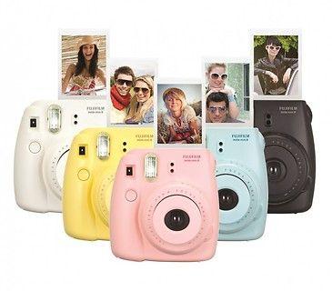 Nowoczesny aparat fotograficzny dla siostry! Instax Mini 8 dostępny w 5 kolorach (niebieskim, białym, malinowym, żółtym, różowym i fioletowy). #Święta #present #ideas