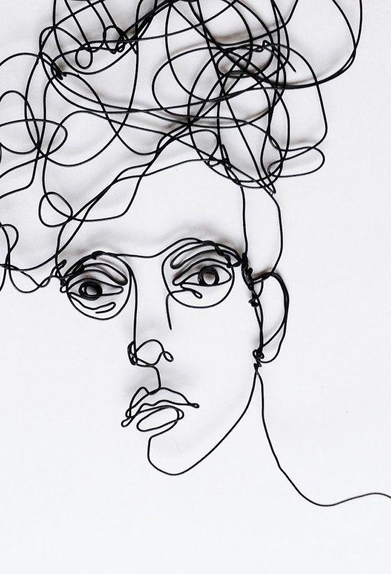 Draad kunst aan de muur grote sculptuur van vrouw met bril