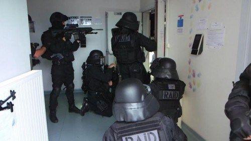 FAROEK OP WOENSDAG 30 DECEMBER 2015 OM 22.55 2015 was een extreem bewogen jaar op het vlak van terreur, ook voor de speciale eenheden van de Franse politie. Een cameraploeg filmde enkele maanden ac…