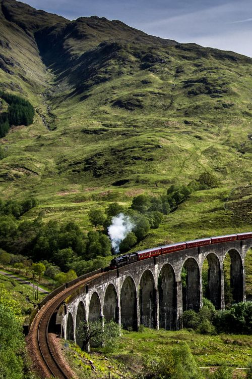 Scotland Itinerary Ideas : Glenfinnan Viaduct. Recognize it from Harry Potter? Hogwarts Express! Yep, one and the same. Located in the Scottish Highlands near Glen Coe. Coming soon to From the Upside!