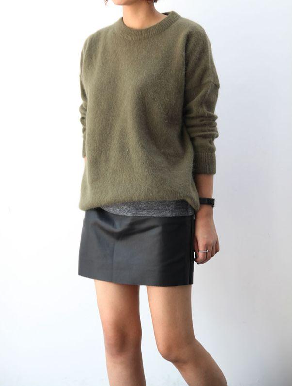 Jupe noir trapèze + pull douillet + t-shirt