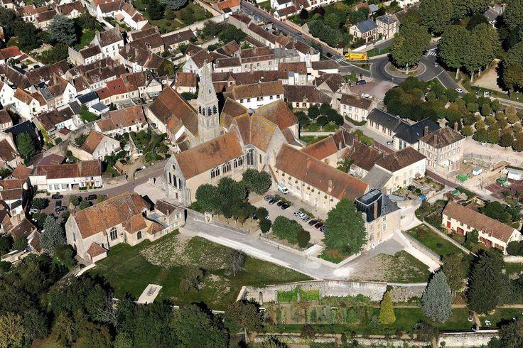 abbaye de Ferrières-en-Gâtinais vue du ciel (Photo prise le 24 ...