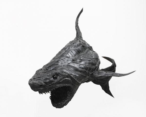 C'est un art particulier dont nous vous parlons aujourd'hui puisque les sculptures ci-dessous ont été réalisées à partir de pneus et de résines synthétiques. L'artiste coréen Yong Ho Ji a ainsi réalisé un lion, un requin, un taureau, un chat et bien d'autres animaux ou créatures hybrides. Ses oeuvres promouvant le recyclage ont été maintes […]