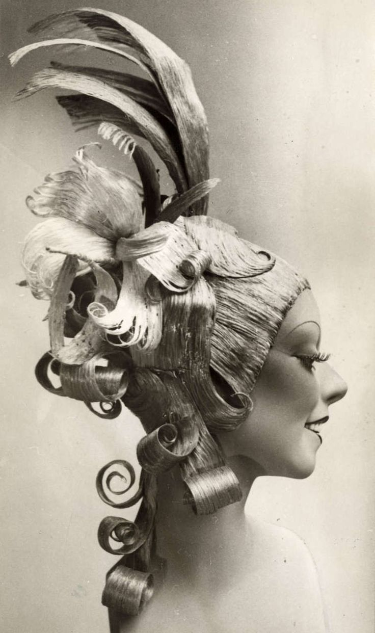 "Paris, France 1932. Photo: Hairstyle ""Spin Elly"""
