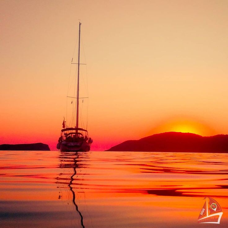 """1 aprecieri, 1 comentarii - 🗺️ #eHaiHui.net #SecretTRIP.ro (@ehaihui.secrettrip) pe Instagram: """"Ne este dor de vară... de serile petrecute pe malul mării... de sailing cu ERMIS... prin golfuri...…"""""""