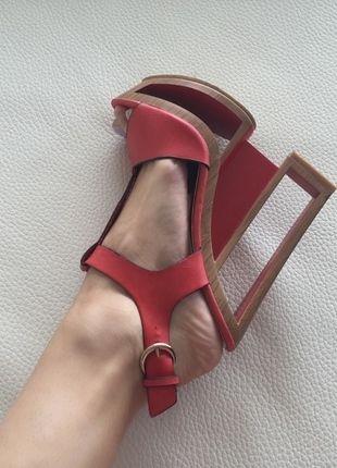 Kupuj mé předměty na #vinted http://www.vinted.cz/damske-boty/platformy/11984722-designove-extravagantni-cervene-boty-37