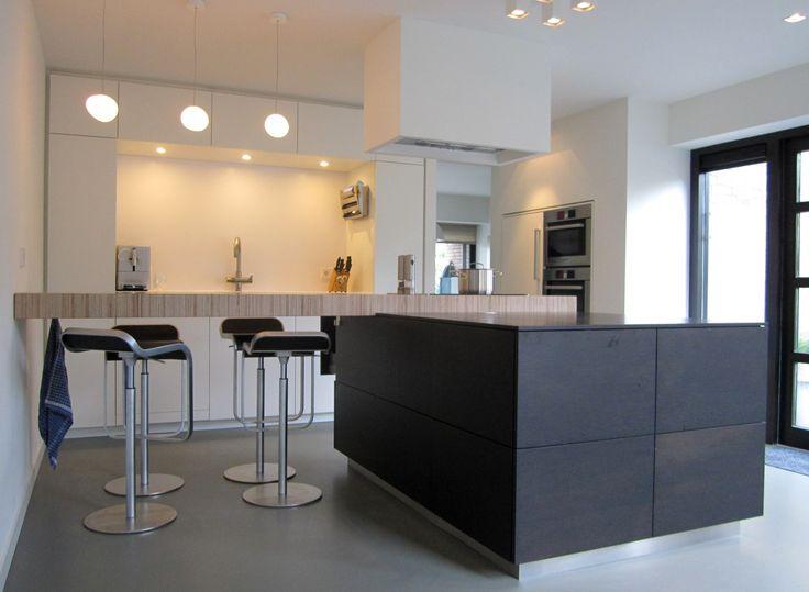 studio-ei -- Ontwerp woning Heemstede. Interieurontwerp en herindeling met meubelontwerpen: Keuken, kastenwanden, trap, zitkamer, haard, speelkamer, werkkamer, inloopkast, slaapkamers. www.studio-ei.nl