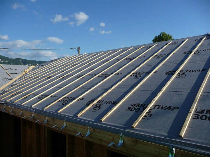 Quels sont les différents travaux de sous toiture ? Qu'est qu'un écran de sous toiture ? Quel est le prix des travaux de sous toiture ? Quel est le prix d'un écran de sous toiture ? Maison en Trava…