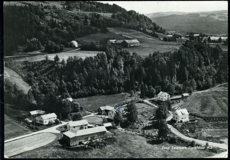 MERÅKER i Nord-Trøndelag Brenna-gårdene. Utg Telemark Flyselskap . Brukt 1963
