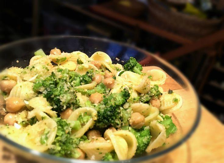 orecchiette+con+broccoli+e+ceci,+la+massa+salentina