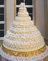 Impressive wedding cake. https://www.marygoldweddings.com #weddings #extravagantweddings
