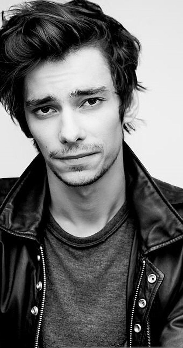 Devon Bostick, Actor: The 100. Devon Bostick was born on November 13, 1991 in Canada. He is an actor and producer, known for Les 100 (2014), Le journal d'un dégonflé: Rodrick fait sa loi (2011) and Adoration (2008).