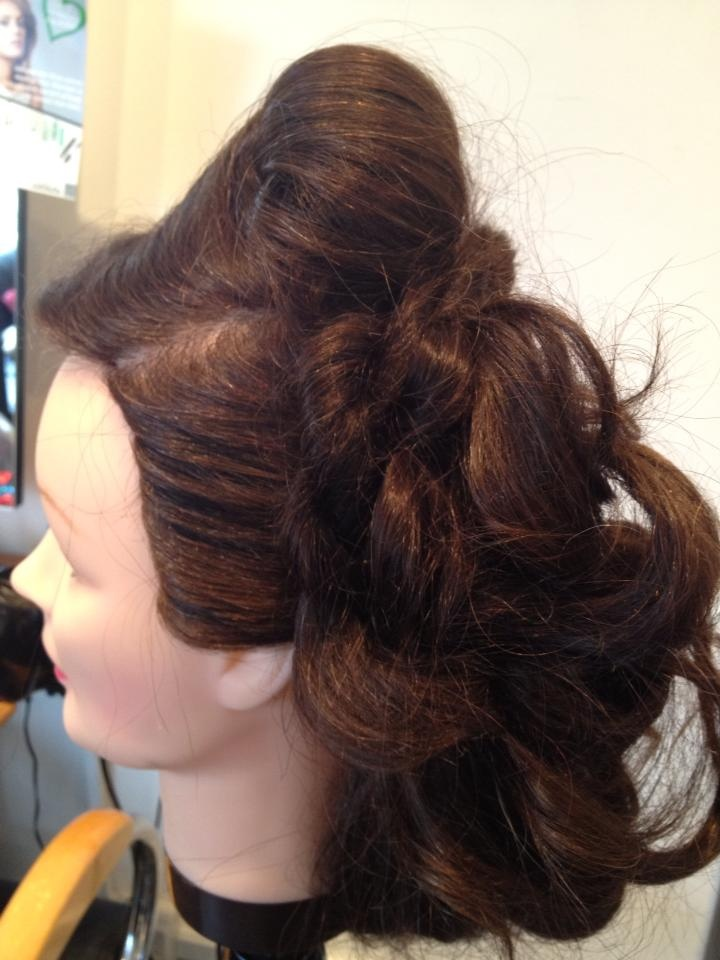 Amazing curls for a luxurious bridal look