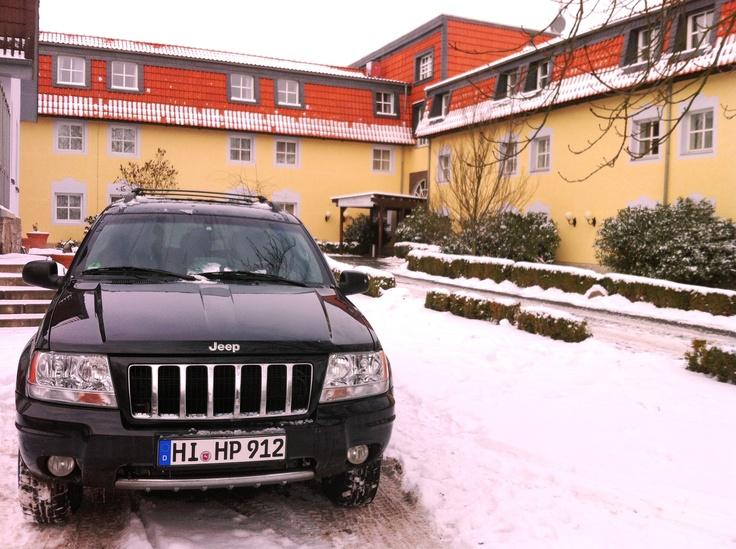 Nach voriger Anmeldung holen wir Euch von den Bahnhöfen Sehnde oder Algermissen mit unserem Hotelshuttle ab, kostenfrei, egal bei welchem Wetter :). halbersbacher.de/landhotel