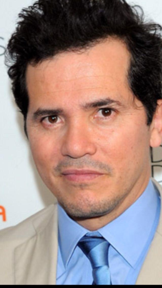 John Leguizamo, (Bogotá, 22 de julio de 1964), es un actor, comediante, actor vocal y productor colombo-estadounidense. Conocido por interpretar a Luigi en la película Super Mario Bros y del gangster Benny Blanco en Carlito's Way, además fue la voz de Sid el perezoso en Ice Age.