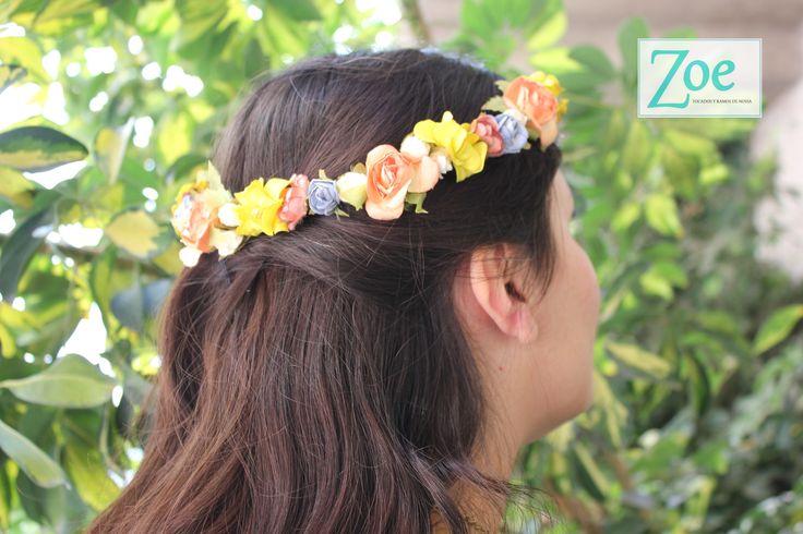 Tocado de novia. Corona de flores. Zoe Novias. Matrimonio.
