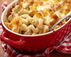 Gratin de pâtes au poulet pas cher en 20 min : http://www.cuisineaz.com/recettes/gratin-de-pates-au-poulet-pas-cher-en-20-min-78368.aspx
