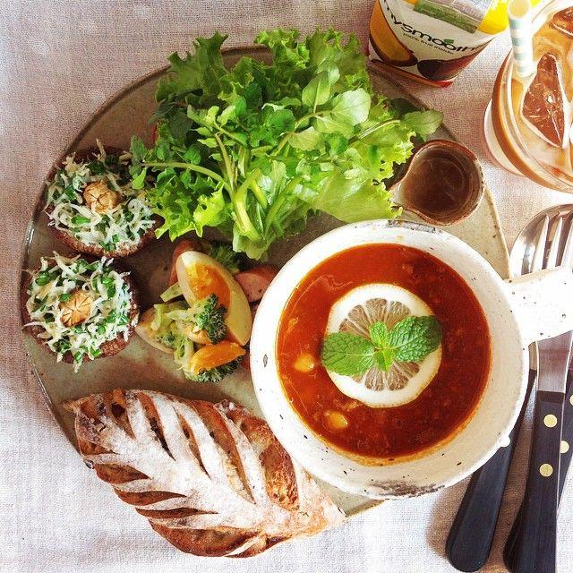 #朝ごはん #朝ご飯 #朝食 #ワンプレート #パン #スープ #サラダ #暮らし #日々 #食卓 #珈琲 #おうちごはん #おうちカフェ #instafood #foodpics #foodphoto #foodstagram #morning #bread #breakfast #soup #salada #鎌倉 #ラフォレエラターブル #Laforetetlatable 鎌倉「ラフォレ・エ・ラターブル」のフィグピスターシュ、トマトとお豆のスープ☻