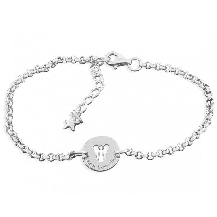 Ein wunderschönes 925 Sterling Silber Armband mit einem ca. 1,3 cm großen Gravurplättchen. In der Mitte des Plättchens ist ein wunderschönes Engel Motiv ausgeschnitten. Am Rand geschrieben wird Ihre Wunschnamen bzw. Wunschtext graviert.
