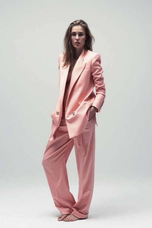 LE FASHION BLOG VOGUE GERMANY EDITORIAL Knoepfel Indlekofer Nicola Knels Nadja Bender CHIC MINIMAL CASUAL FRENCH EASY PINK PANTS SUIT WET HAIR NATURAL BEAUTY BROWS 2