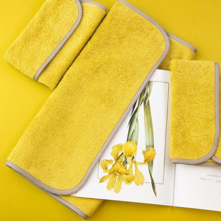 Яркие цвета лета в коллекции махровых полотенец от Fiori di Venezia. На фото: набор полотенец Fiori Berg.